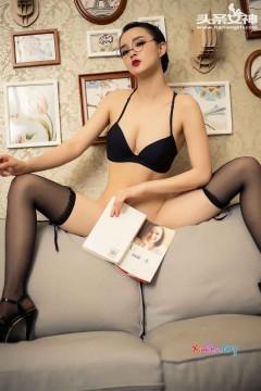 [头条女神] 火辣性感黑丝翘臀秘书周营营酒店不可告人秘制私房写真 32P
